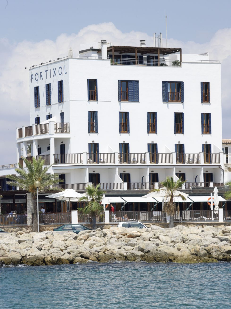Schick magazin schick im designhotel portixol von palma for Designhotel mallorca strand