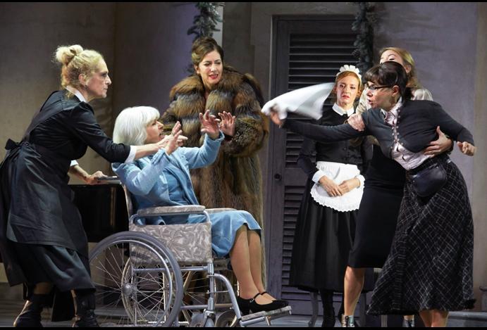 Acht Frauen: Ensemble