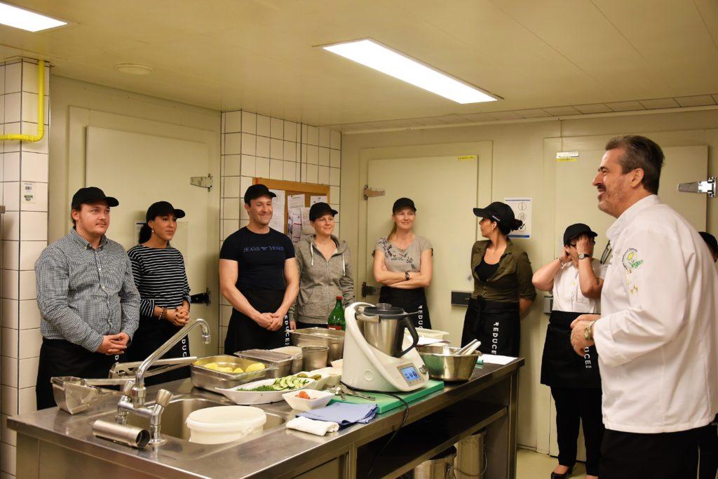 SCHiCK Chefredakteurin Suzan Aytekin beim Vegan Cooking Workshop © Pavel Laurencik
